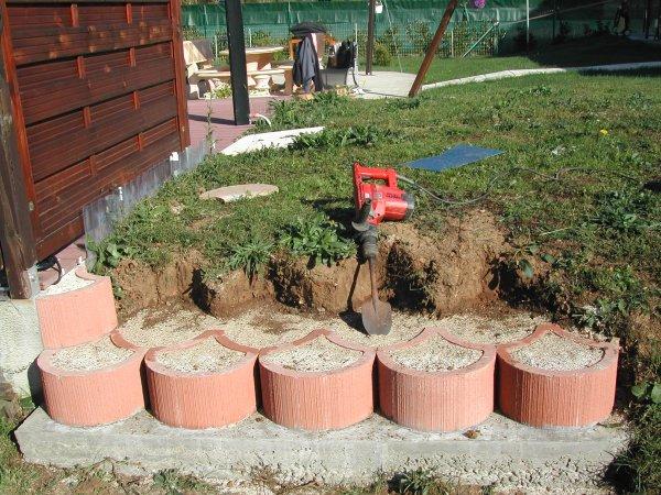 Talus floraux suite ma piscine waterair sa construction de a z - Bloc beton pour talus ...